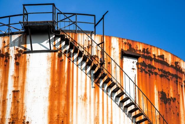 Silosy metalowe fabryki chemicznej