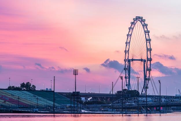 Singapur linia horyzontu i widok singapur drapacza chmur środkowa dzielnica biznesu i pieniężny budynek na marina zatoce.