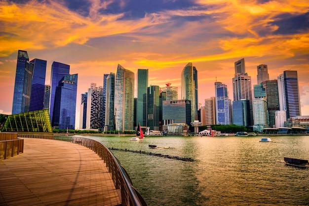 Singapur miasta linia horyzontu dzielnicy biznesowej śródmieście w dniu.