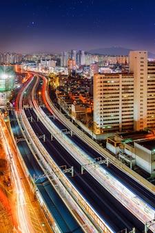 Singil district, seul, korea południowa nocą.