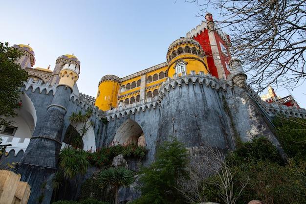 Sintra, portugalia 4 stycznia 2019 r. pałac narodowy pena w sintrze, portugalia. palacio nacional da pena
