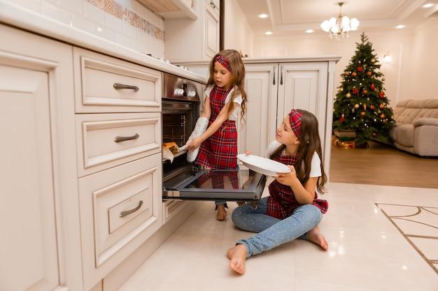 Siostry gotują obiad na boże narodzenie