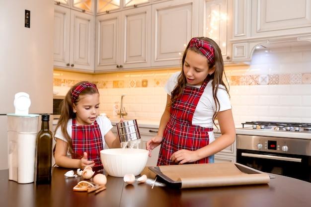 Siostry razem gotują w domu