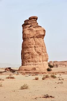 Skały sztuki na pustyni zamykają al ula arabia saudyjska