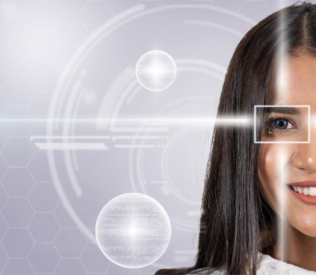 Skanowanie oczu azjatyckiej młodej kobiety za pomocą światła laserowego