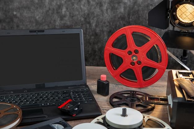 Skanowanie starej folii 16 mm za pomocą laptopa