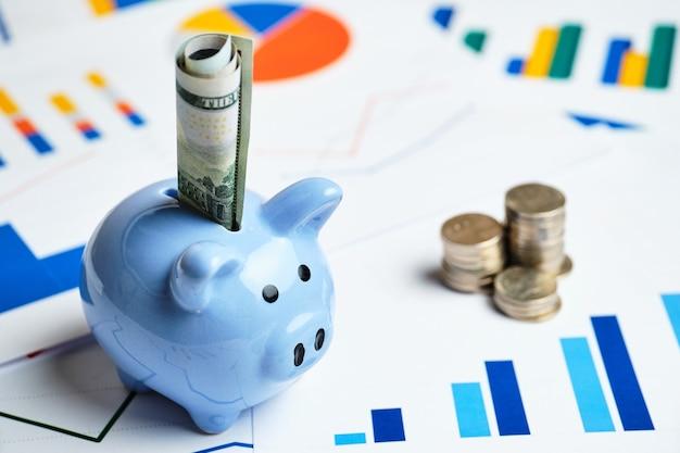Skarbonka i koncepcja oszczędzania pieniędzy