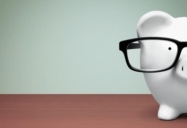 Skarbonka w okularach na tle
