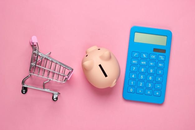 Skarbonka, wózek do mini supermarketu i kalkulator na różowym pastelowym kolorze