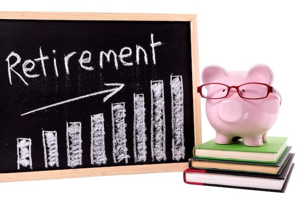 Skarbonka z wykresem oszczędności emerytalnych