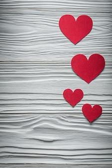 Skład czerwonych serc na desce