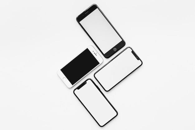 Skład czterech smartfonów