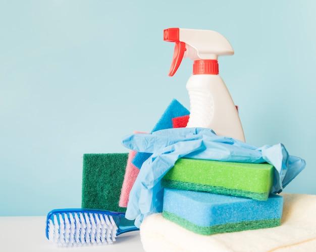 Skład czyszczących przedmiotów