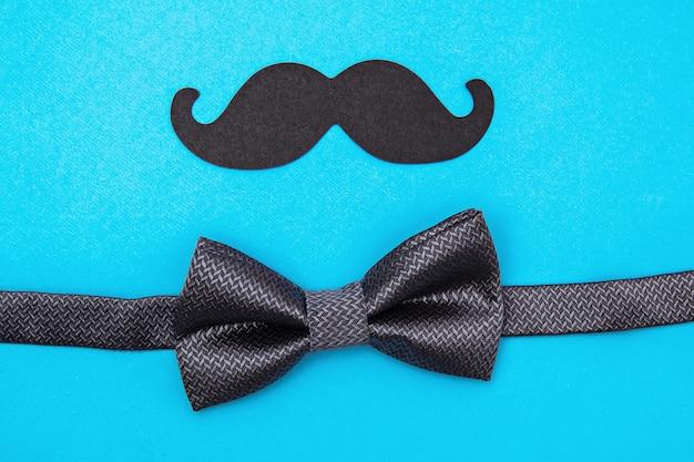 Skład krawata, muszki, wąsów. koncepcja wakacje dzień ojca.