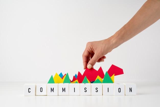 Skład martwej natury komisji z widokiem z przodu