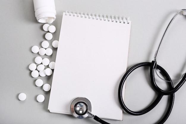 Skład medyczny z pigułkami