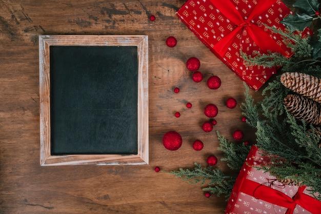 Skład na boże narodzenie z łupków i prezentów