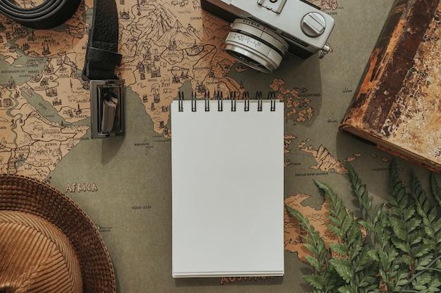 Skład ojca z notebookiem i innymi elementami