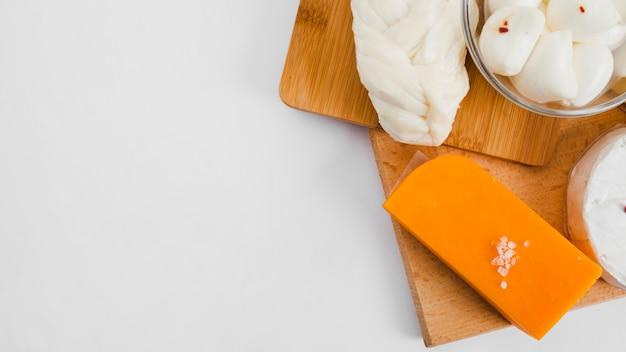 Skład płaskiego sera świeckich z copyspace