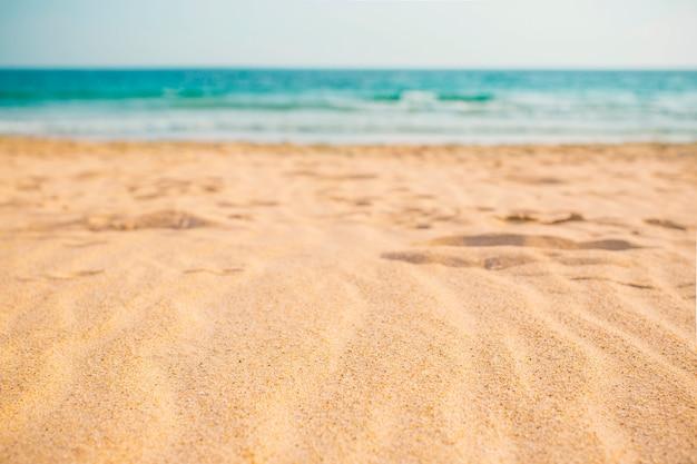 Skład plaży latem na tle