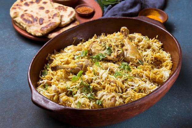Skład posiłku pakistańskiego pod wysokim kątem