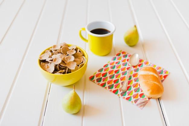 Skład pyszne śniadanie pełne witaminy