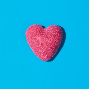 Skład pysznych słodkich cukierków w kształcie serca