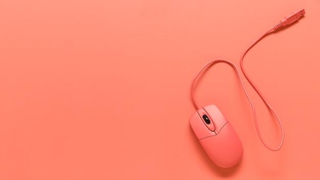 Skład różowej myszy komputerowej z drutu usb