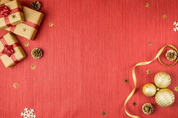 Skład świąt bożego narodzenia z czerwonym tle