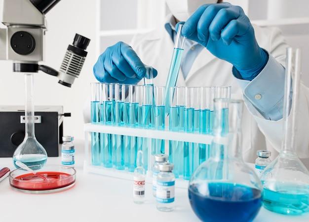 Skład szczepionki na koronawirusa w laboratorium