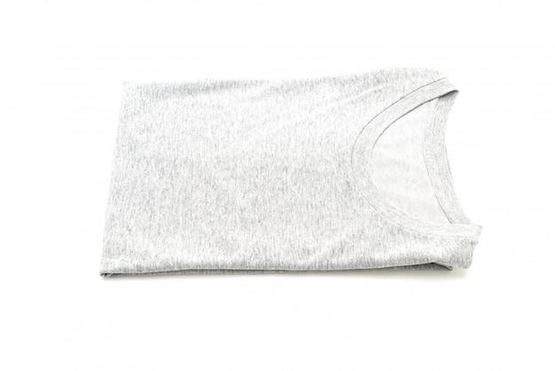 Składana koszulka na białym tle