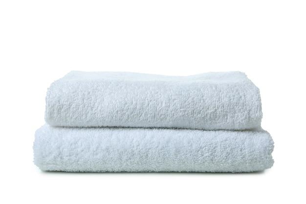 Składane czyste ręczniki na białym tle
