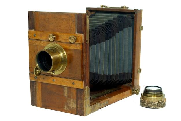 Składany aparat fotograficzny z xix wieku, z mieszkiem do ustawiania ostrości, izolowany