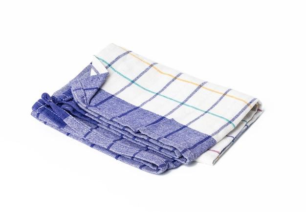 Składany niebieski biały lniany ręcznik na białym tle, widok z góry