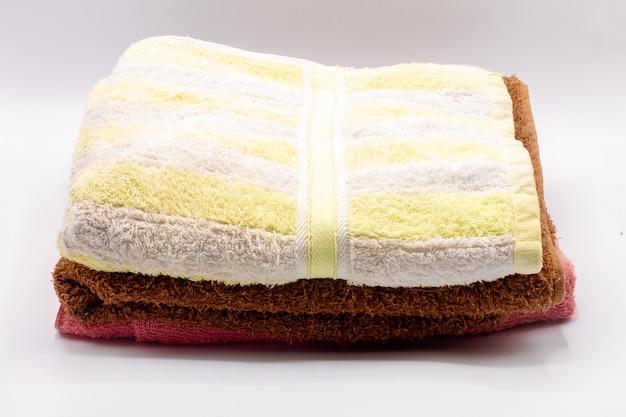 Składany ręcznik odizolowywający na białym tle