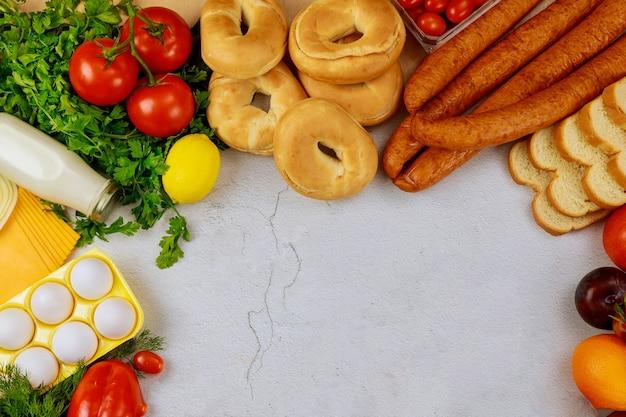 Składnik do przygotowania jakiegoś przepisu lub menu. pojęcie odżywiania.