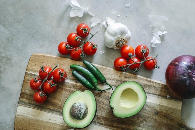 Składniki dla świeżego guacamole jedzenie fotografia przepisu pomysł