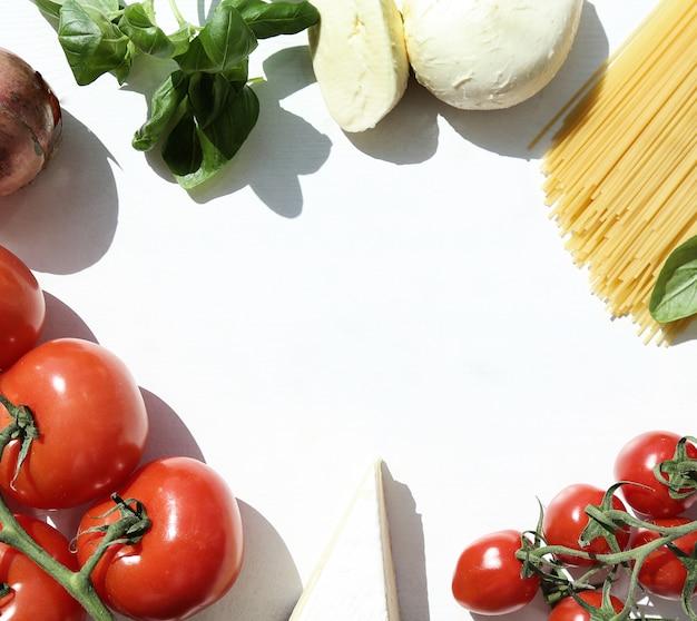Składniki do gotowania makaronu