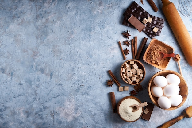 Składniki do pieczenia ciasteczek, ciast. narzędzia, naczynia do gotowania