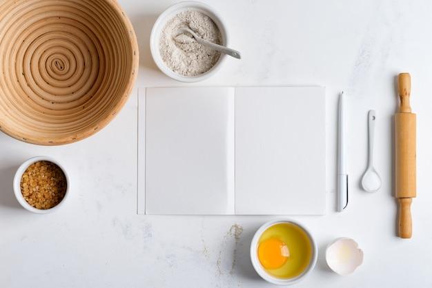 Składniki do pieczenia domowego gotowania tradycyjnego chleba z papierem do przepisu