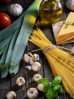 Składniki do przygotowania makaronu