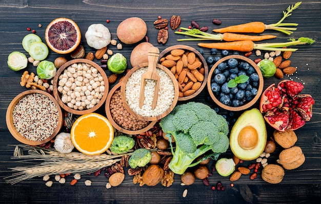 Składniki do wyboru zdrowej żywności.