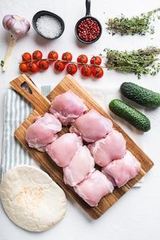 Składniki doner, widok z góry mięsa z kurczaka