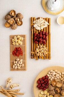 Składniki duszona zupa z kurczaka chińska medycyna ziołowa ta zupa bardzo znana wśród chińskich potraw