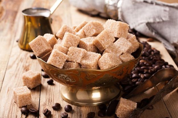 Składniki i przybory do parzenia kawy