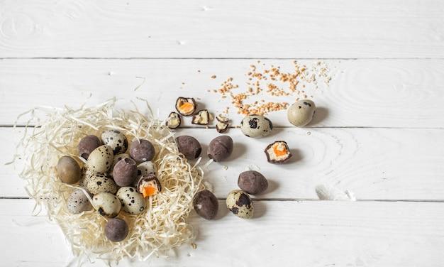 Składniki jajka wielkanocne i czekoladowe