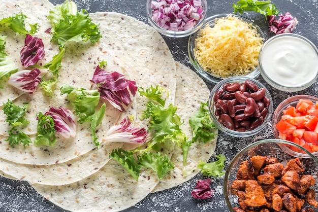 Składniki na burrito z kurczaka