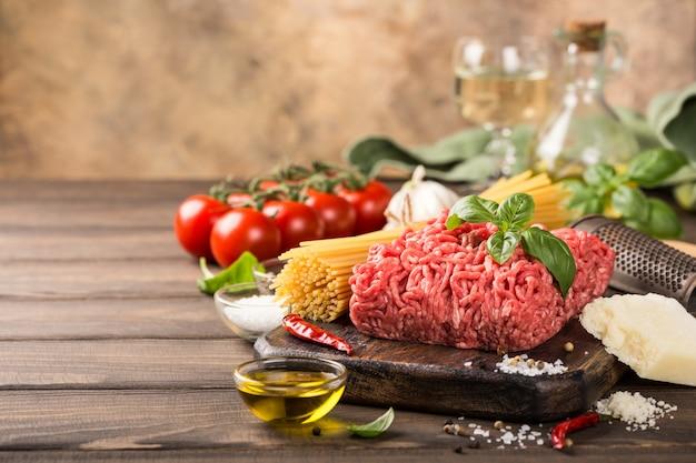 Składniki na spaghetti po bolońsku