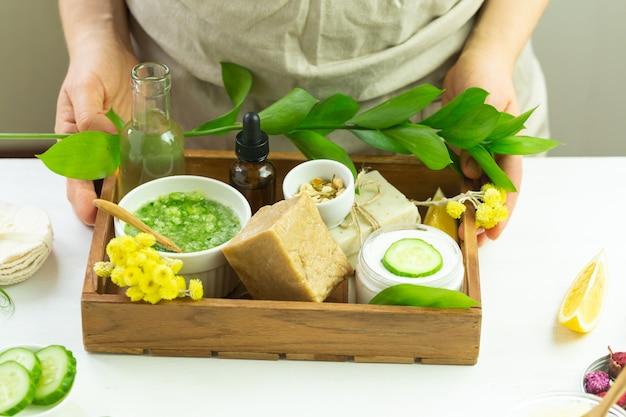 Składniki pielęgnacyjne do przygotowania domowego kremu do pielęgnacji skóry