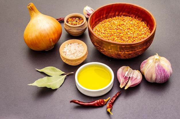 Składniki pikantnego curry indian dhal